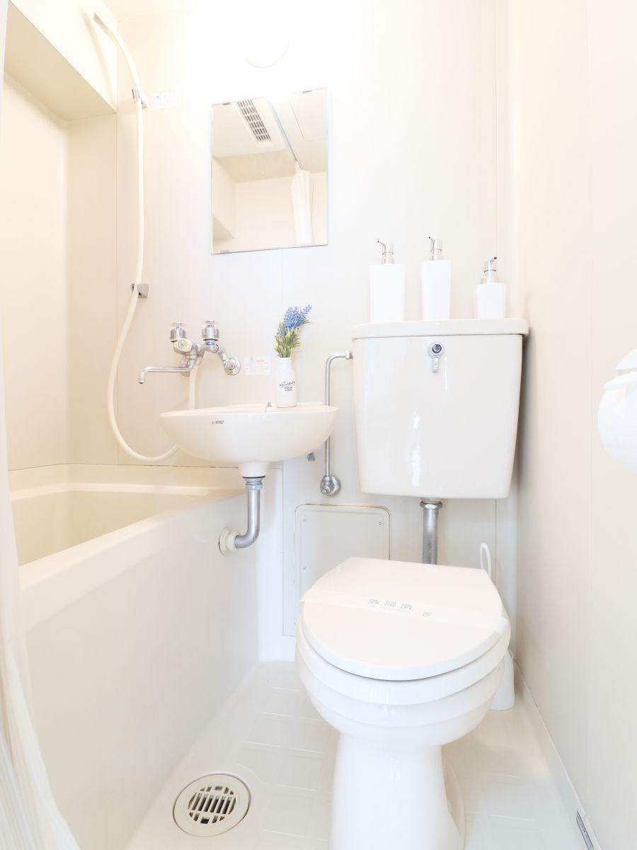 ささっとお風呂を済ませたい方にオススメのユニットバス!シャンプー・ボディーソープなど充実の品ぞろえです♪また、トイレブラシなど他では置いてない備品もご用意しておりますので、短期~長期でお住まいの方にも「あったら助かるものが多い」とご好評いただいております(^^♪
