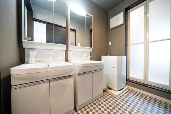 洗面台は2つもあり、取り合いになることもありません♪