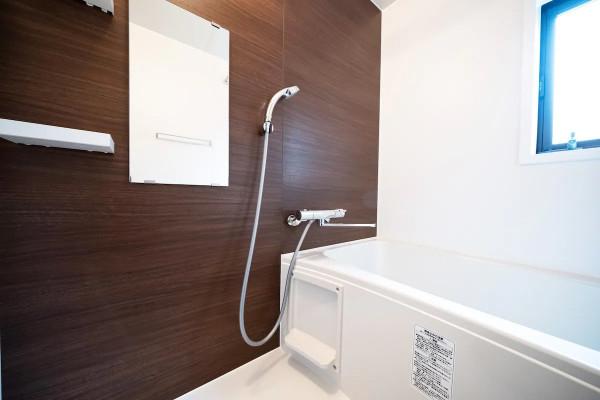 シャワールームとは別にバスルームもあります♪