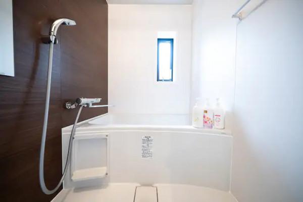 バスルームにはシャンプー・リンス・ボディソープをご用意しておりますのでぜひご活用ください!