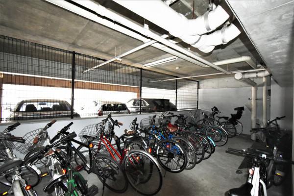 駐輪場ありで自転車等使用可能!