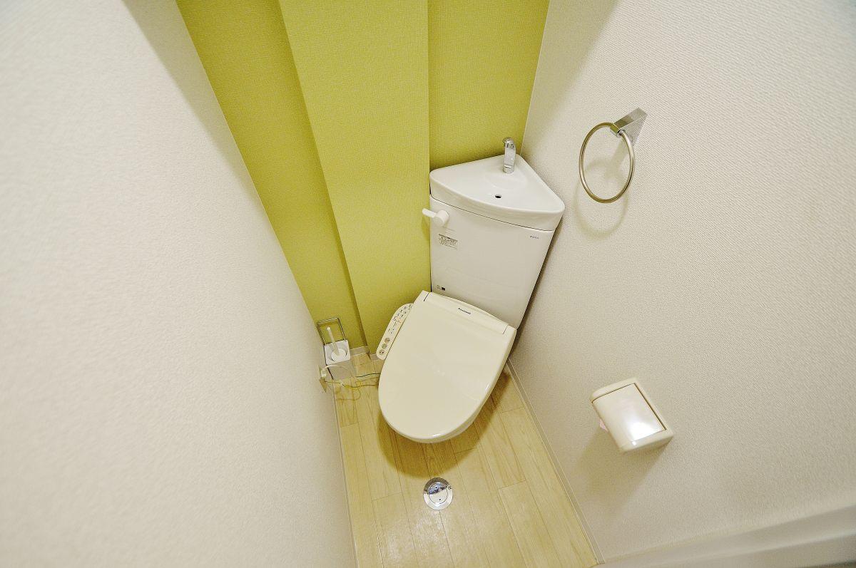 ウォシュレット完備。老若男女皆様に安心してご利用いただけますね☆トイレにもトイレ用洗剤とトイレ用ブラシをご用意しております。