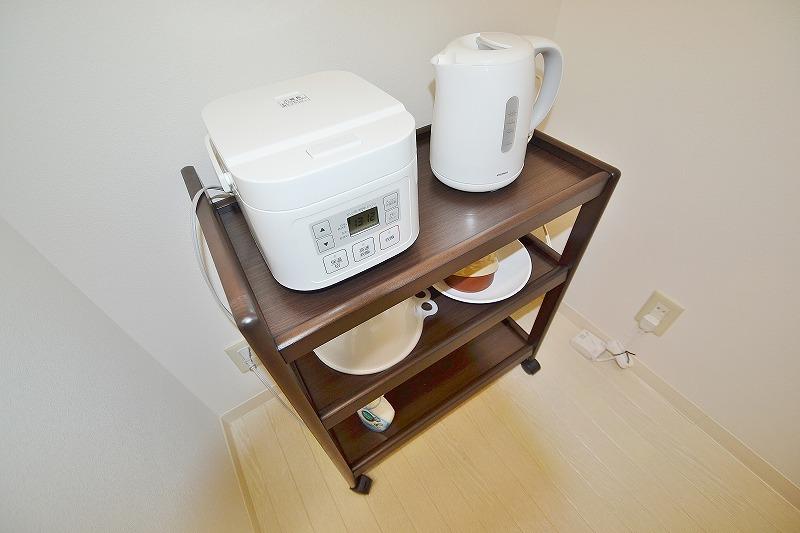食器棚もご用意しております!ケトルや炊飯器もこんなに広々と置けちゃうのはキッチンも広い証拠ですよね(*'ω'*)