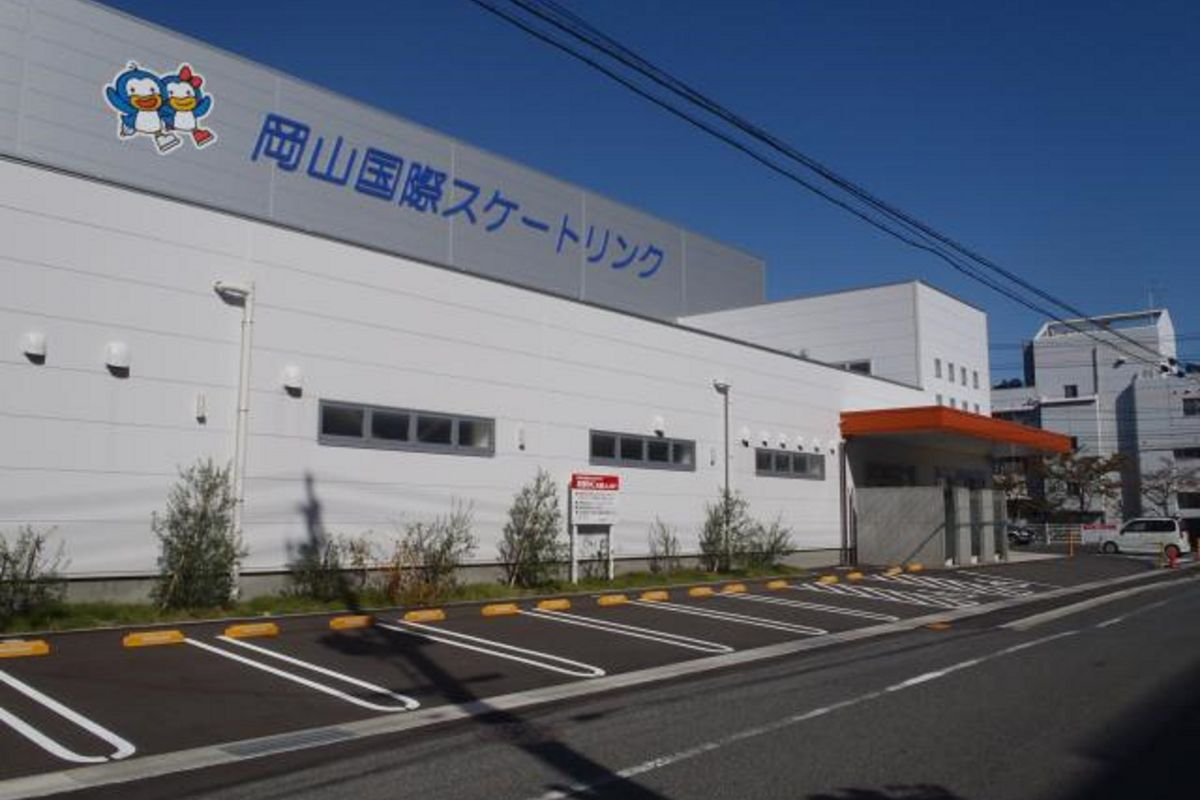岡山国際スケートリンクまで車で7分、2.4km。