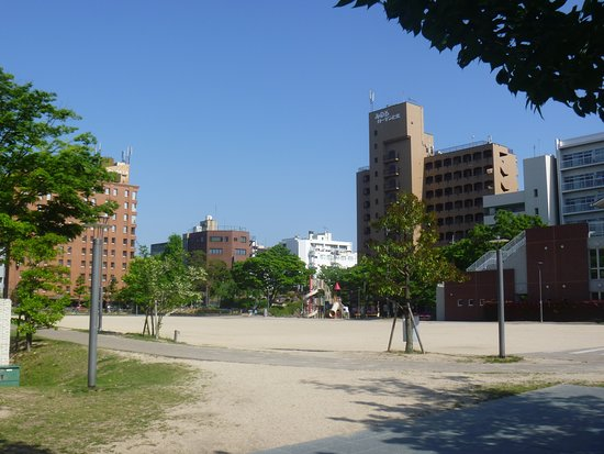 下石井公園まで徒歩10分、750m。