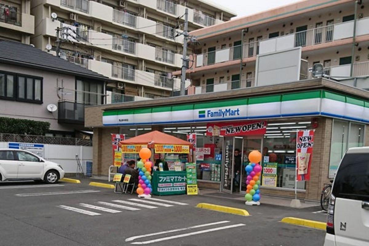 ファミリーマート 岡山南中央町店まで徒歩9分、700m。