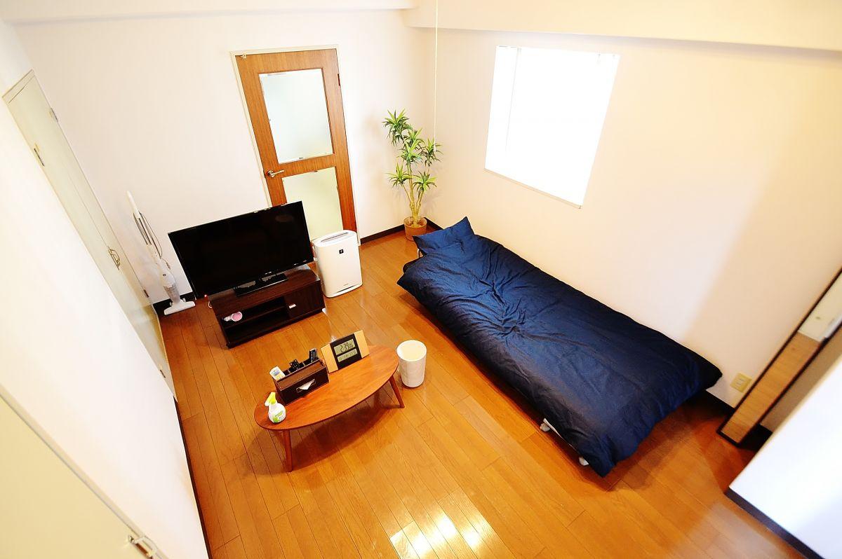 テレビ、ベッド、空気清浄機など完備しております(^_-)-☆大型スーパーも徒歩2分なので、生活に便利な立地となっております。