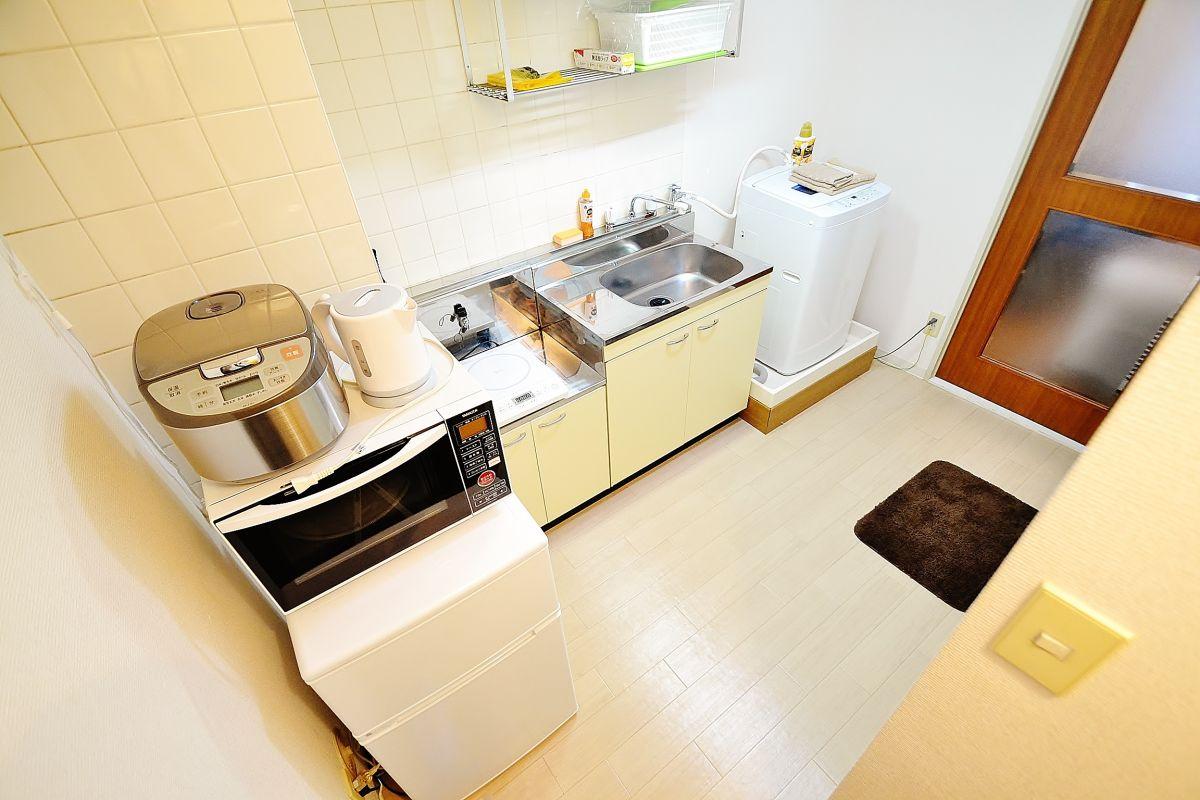冷蔵庫、電子レンジ、ケトル、洗濯機、クリーニングされた清潔なタオルまで完備です♪簡単な調理器具まで揃えております!(^^)!