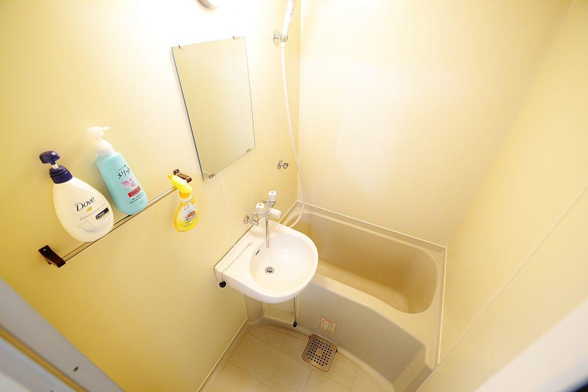 バストイレ別です♪シャンプー・リンス・ボディソープ・風呂用洗剤・スポンジをご用意しておりますのでぜひご活用ください!