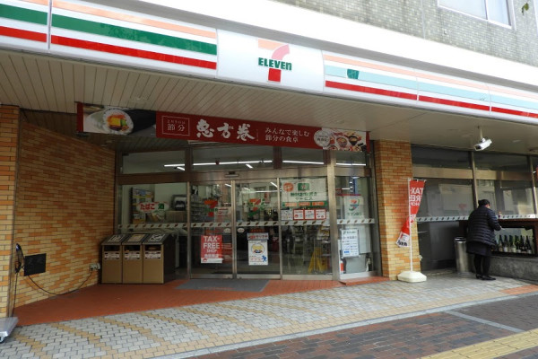 セブン-イレブン 倉敷駅前店まで徒歩10分、800m。