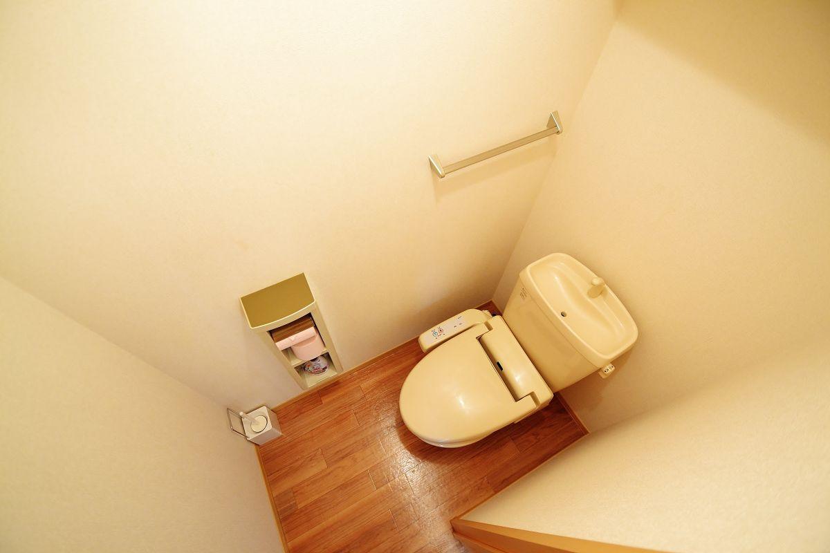 ウォシュレット完備☆トイレットペーパー、トイレ洗剤、トイレブラシまで完備しております。