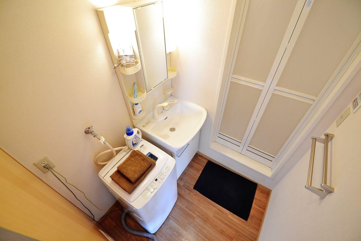 洗濯機だけでなく、タオル(大)、タオル(小)、洗濯洗剤、使い捨て歯ブラシ、バスマットまで完備(^_-)-☆