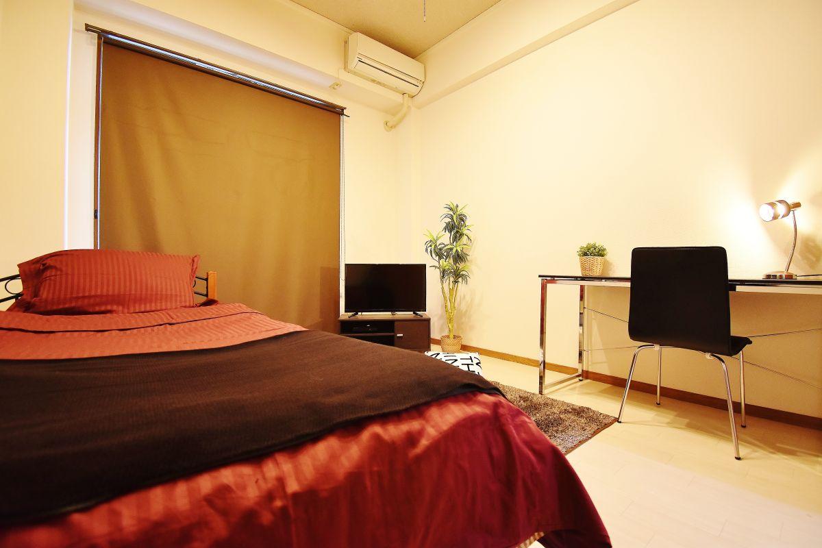 岡山駅徒歩3分のウィークリーマンション&岡山駅前マンスリーマンションとなります。テレビやベッド、机、空気清浄機等完備。