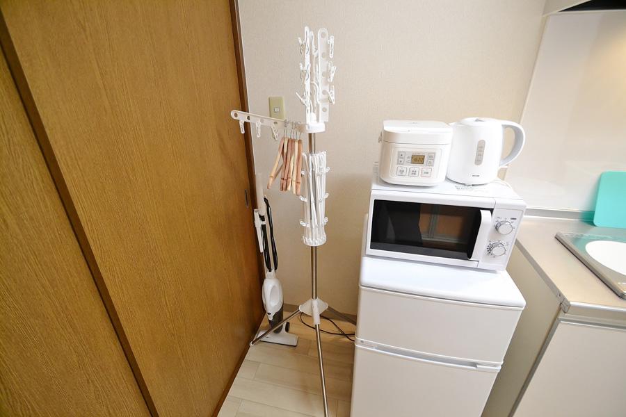 岡山ウィークリーマンションでは家具家電・調理器具もご用意しておりますのでご安心ください♪2ドア冷蔵庫でしっかり冷凍も!
