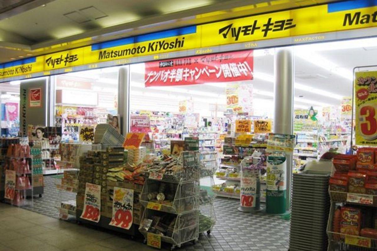 マツモトキヨシ岡山駅B–1店まで徒歩5分、350m。鞄1つで来ても、近隣で必要なものが買えちゃいます☺マンスリーの強い味方。