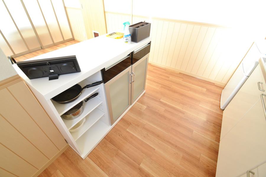 お箸、お鍋、フライパン、お箸、お玉、フライ返し、包丁、ボウルなどの調理器具まで完備しております。