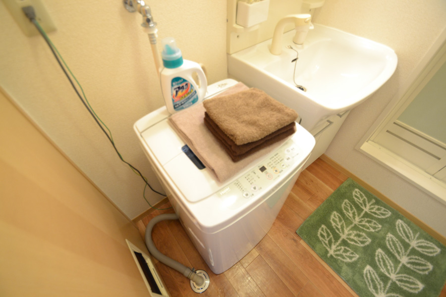 独立洗面台です♪洗濯機も室内に設置しており、洗濯用洗剤もご用意しておりますのでご入居後すぐにご利用が可能です(^^♪