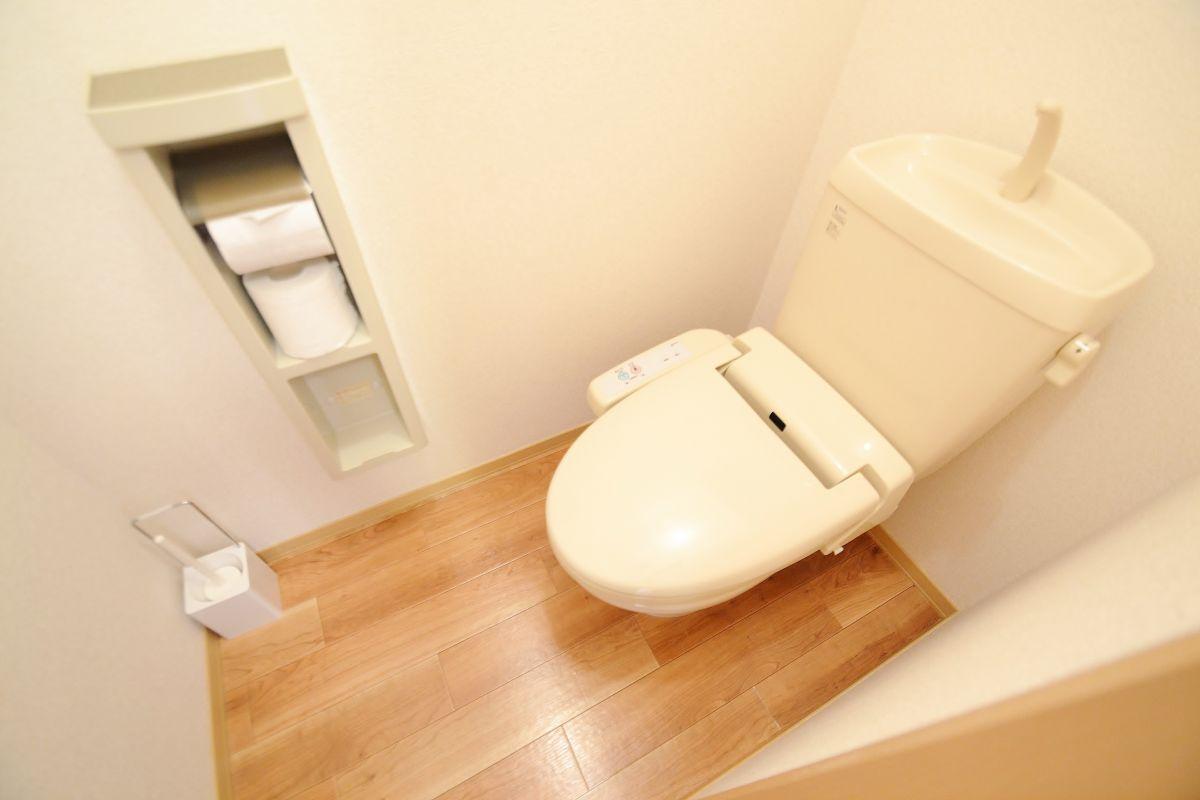 ウォシュレットつきのトイレです。老若男女皆様に安心してご利用いただけますね☆