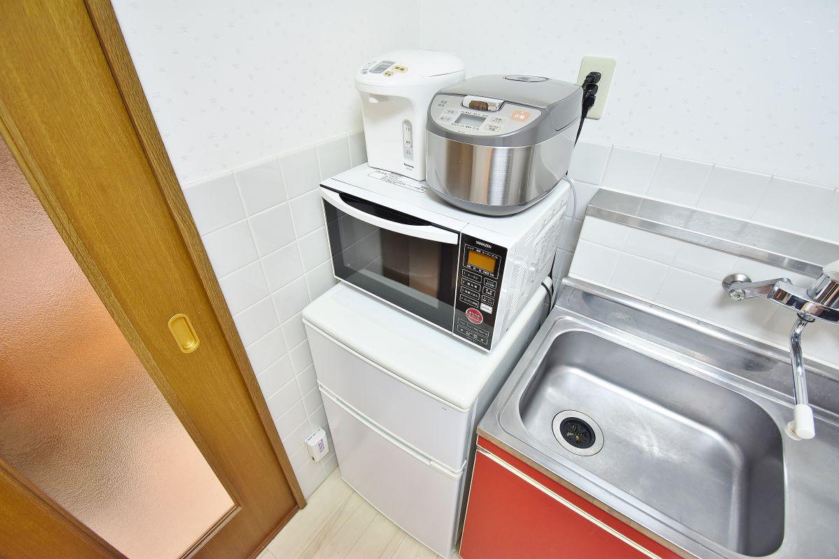 電子レンジ・ケトル・冷蔵庫・炊飯器もあります。