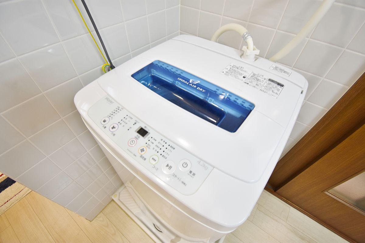 洗濯機も完備です。クリーニングされたタオルもあります。