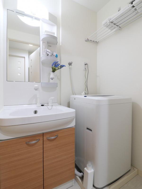 忙しい朝でも余裕をもって身だしなみが整えることができる独立洗面台!室内洗濯機なので天気が悪い日でも洗濯することができます。また、洗濯洗剤もご用意しておりますので、入居即日に洗濯可能です♪