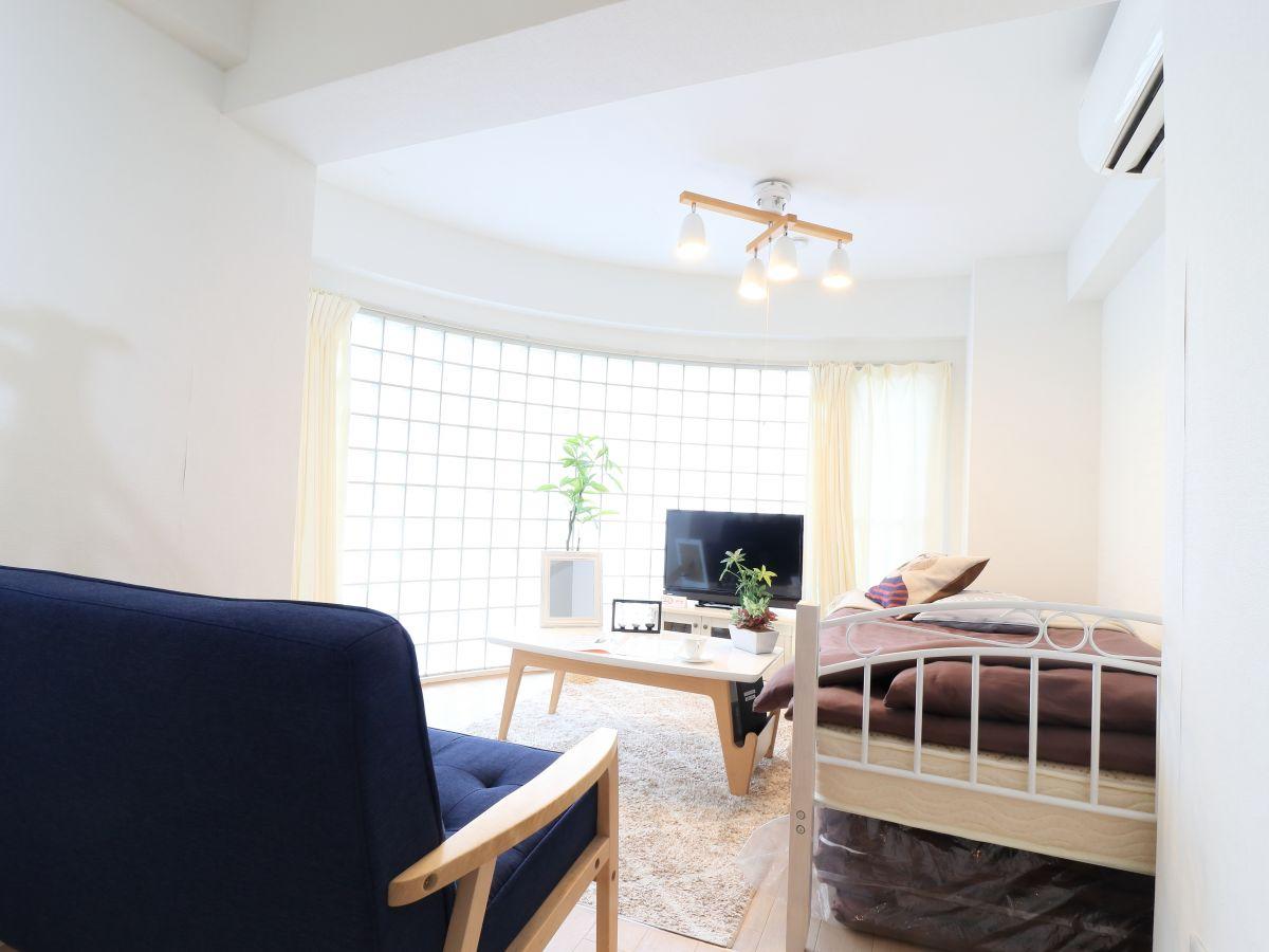 女性大人気☆ 爽やかな洋室♪暖かい雰囲気が魅力的な1R!家具家電付きで入居されたその日から自宅のようにくつろいでいただける空間となっております。