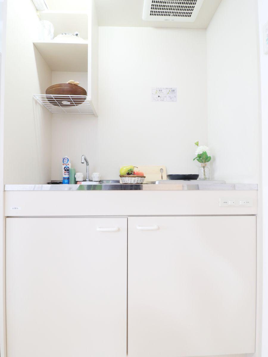 キッチンはお掃除する際に便利なIH♪フライパンや鍋などの調理器具だけでなく、コップやお皿などもご用意しておりますので食材さえご用意いただければ、即日自炊可能です!