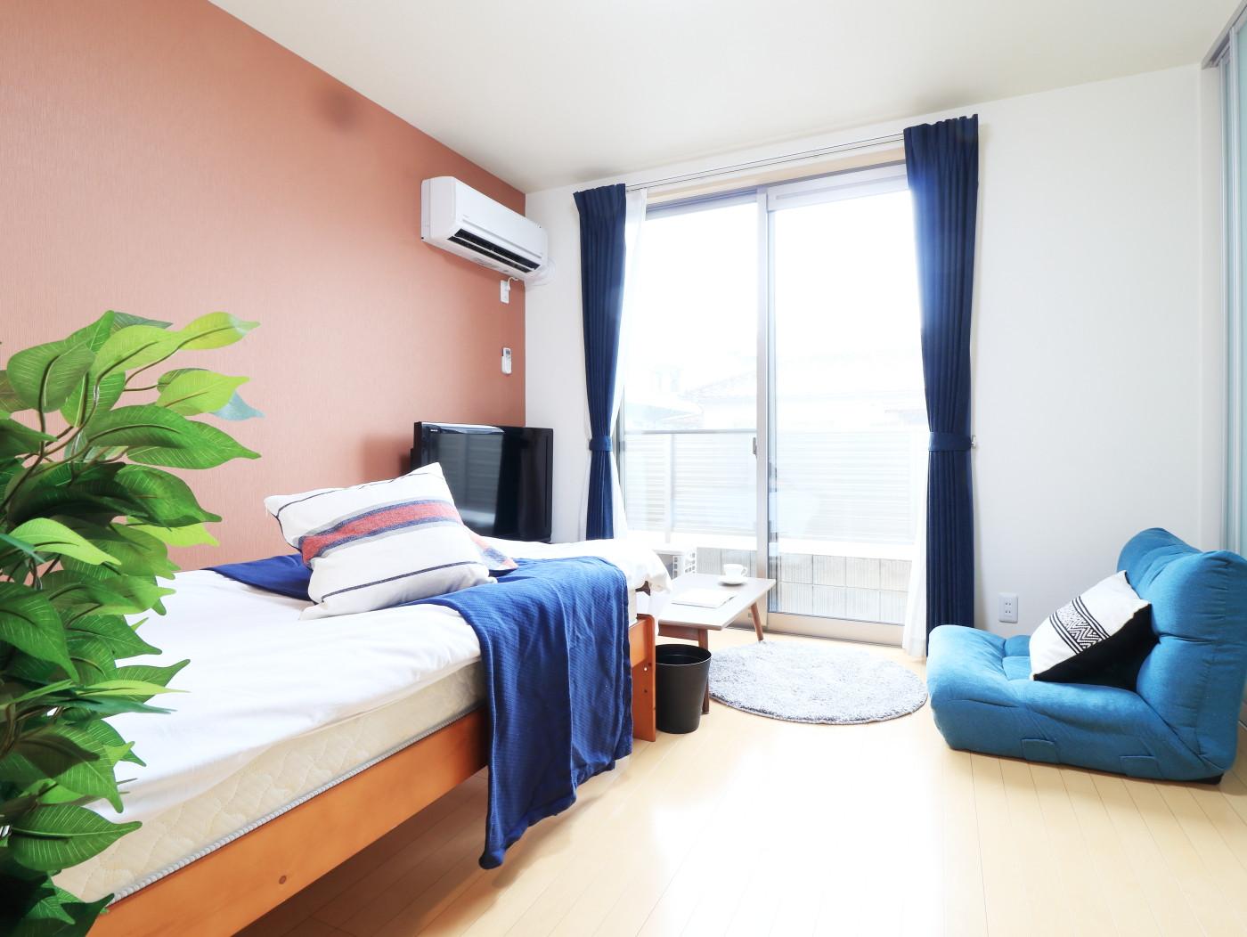 築浅の物件で清潔感のある物件となっております♪自宅で暮らすようなゆったりとした空間が魅力的♪出張の方はもちろん、学生さんや観光でいらっしゃる方にもKマンスリーのお部屋は家具・家電・備品の充実度が高いため大変ご好評いただいております。