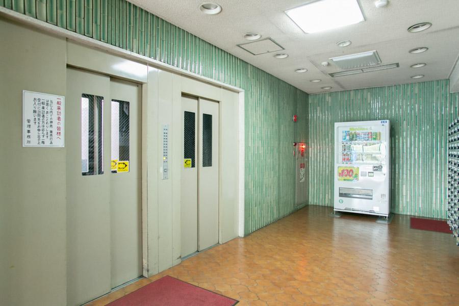 1階には自動販売機