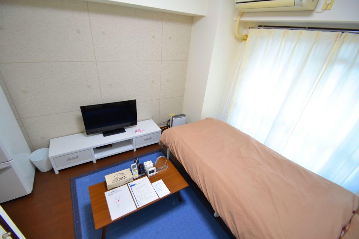 暖かい雰囲気が魅力的な1K!家具家電付きで入居されたその日から自宅のようにくつろいでいただける空間となっております。クローゼットもございますので、ぜひご利用ください(^^♪