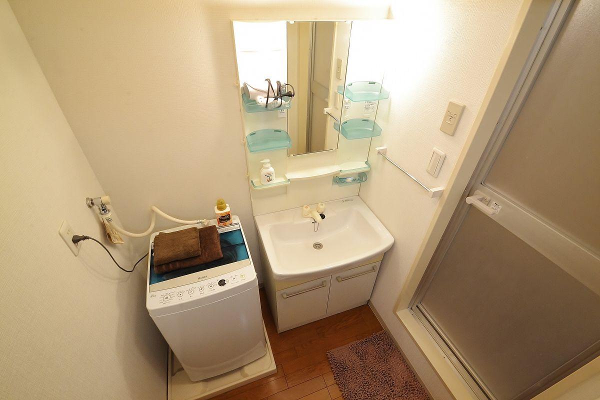 洗濯機、歯ブラシ、クリーニングされたタオルをご用意しております。洗濯用洗剤も完備です。バスマットもご利用頂けます☆