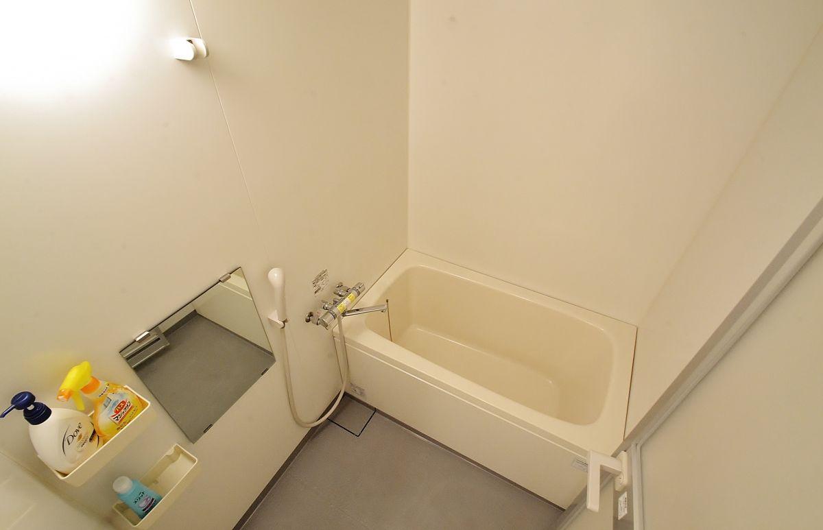 広いお風呂が疲れを癒してくれますね☆ボディソープ、シャンプー、リンス、バスマジックリン、温度調整機能も完備。
