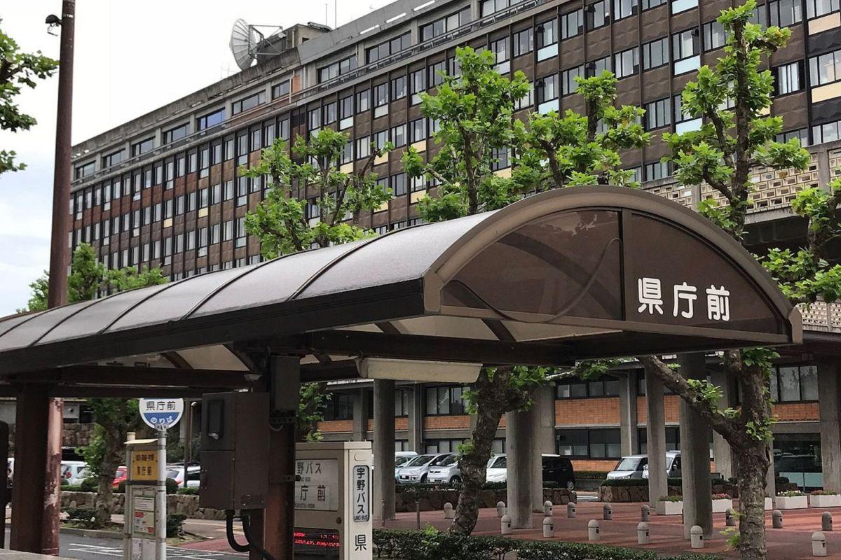 バス停「岡山県庁前」まで徒歩2分、190m。
