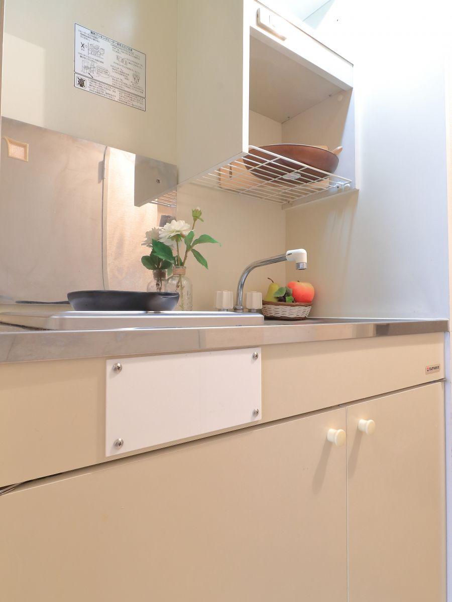 IH調理器になりますので火の元も安心♪調理器具や食器など全て揃っておりますので入居いただきましたその日から、自炊いただくことも可能です!