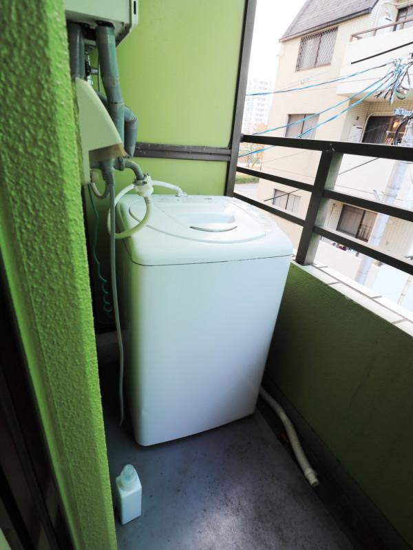デザインクロスを使用しておりますのでおしゃれな雰囲気♪掃除機などもご用意しておりますので入居期間中は清潔な空間を保っていただけます!